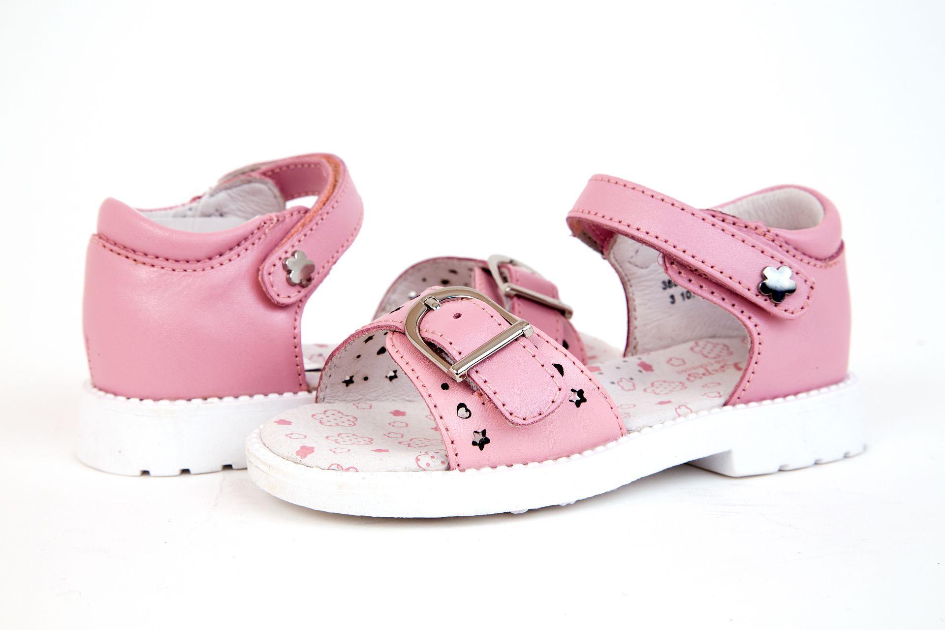 Как выбрать сандалии для девочки?